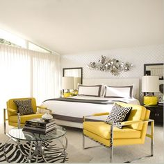 I love this black and white with pops of yellow scheme.  It makes the yellow seem that much more sunny!