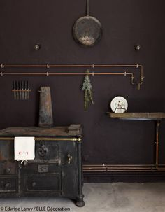 Love the exposed pipes and alternative solution for the sink. Love changing where you want your sink to be simply by adding the pipes. Kitchen Interior, Kitchen Design, Living Colors, Bathroom Plumbing, Tiny House Bathroom, Dark Interiors, Bathroom Styling, Wabi Sabi, Elle Decor