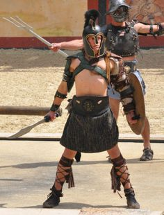 Le Signe du Triomphe - Puy du fou #PuyduFou #Gladiateurs #SigneduTriomphe #gladiators #rome Rome, Spartacus Workout, Triomphe, Character Poses, Cool Costumes, Sailor, Cosplay, Gladiators, Superhero