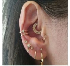 The Effective Pictures We Offer You About Piercing ear videos A quality picture can tell you many things. You can find the most beautiful pictures that can be presented to you about Piercing ear celeb Daith Piercing, Piercing Implant, Inner Ear Piercing, Ear Peircings, Smiley Piercing, Cartilage Earrings, Stud Earrings, Nose Piercings, Earring Studs
