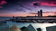 Bon dia buenos días... y es que hay ciudades de todo tipo tu mente también lo es. Mi favorita? Una de ellas Barcelona ciudad que me vio nacer. No es perfecta pero es la mía en ella he caído y levantado   Fot.: Ferran Vega   Roko - La Ciudad https://www.youtube.com/watch?v=bvX-TXXp-Ws #musica #music #ciudad #city #barcelona #sea #mar #mediterraneo #mediterranean