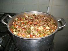 Aprenda a fazer um delicioso e tradicional Baião de Dois, veja como fica uma maravilha INGREDIENTES 1 xícara (chá) de bacon em cubos 2 colheres (sopa) de manteiga de garrafa 1 pimentão verde picado 1 cebola roxa ralada 1 colher (sopa) de alho picado 2 xícaras (chá) de feijão de corda cozido 2 1/2 xícaras …