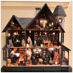 halloween witch Oh my gosh! I hav - halloween Halloween Diorama, Halloween Village Display, Casa Halloween, Halloween Haunted Houses, Halloween Themes, Vintage Halloween, Halloween Shadow Box, Halloween Witch Decorations, Halloween 2020