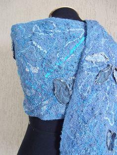 Echarpe de inverno azul jeans 1. Dimensões aproximadas: 0,34 X 2,03 m Para maiores informações: https://www.facebook.com/pages/Isatramas-Xales-e-echarpes-exclusivos/590368821074549 ou http://www.elo7.com.br/28a350