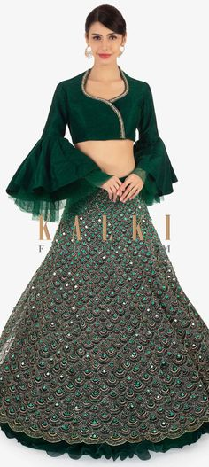 Designer Wedding Dress and Accessories Latest Lehnga Designs, Lengha Blouse Designs, Choli Designs, Saree Blouse, Indian Fashion Dresses, Indian Designer Outfits, Indian Outfits, Designer Dresses, Lehenga Pattern