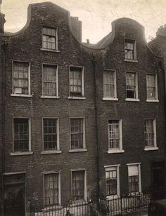 'Dutch Billy' houses on Great Longford St, Dublin. Dublin Street, Dublin City, Old Pictures, Old Photos, Photo Engraving, Dublin Ireland, Dutch, Architecture, Places