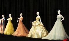 Světoví návrháři vytvořili kolekci šatů inspirovaných Disneyho princeznami