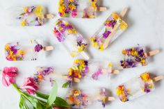 These flower ice pops are almost too beautiful to eat! Make your own with this incredible, simple recipe. #dessert #healthytreat