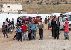 レバノンのシリア難民、100万人を超える 国連 国際ニュース:AFPBB News   / レバノン・ベカー渓谷(Bekaa Valley)の町アルサル(Arsal)に設置されたシリア難民キャンプの子どもたち(2014年3月28日撮影)。(c)AFP/JOSEPH EID Syrian Children, Street View