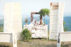 Come rendere originale un matrimonio con i backdrops Trendy Wedding, Unique Weddings, Rustic Wedding, Seaside Wedding, Ceremony Backdrop, Ceremony Decorations, Wedding Backdrops, Party Backdrops, Photo Booth Backdrop