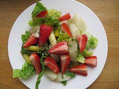 Chefkoch.de Rezept: Marinierter Spargel - Erdbeer - Salat