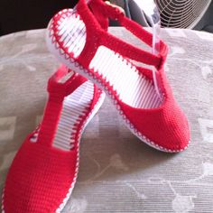 Sandalia roja #artesanal #hechoencolombia #tejiditos #delicada #deportiva#todosloscolores #tallas .
