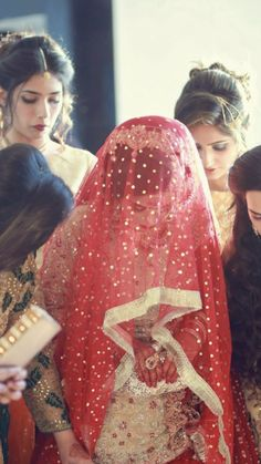Nikah Ceremony, Pakistani Bridal, Diy Fashion, Fashion Ideas, Fashion Updates, Bridal Photography, Bridal Beauty, Bridal Looks, Bridal Jewelry