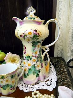 Stunning Chocolate Pot - Ornate Vintage Coffee Pot - 4 Demitasse Mugs 9758