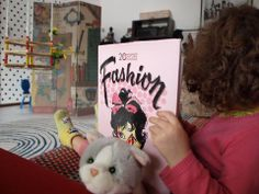 Small fan Gaia with Fashion Ads of the 20th Century