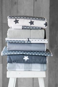 Love Stars, blue and white for boys Bed Pillows, Cushions, Kidsroom, Boy Room, Kids Bedroom, Blue And White, House Styles, Design, Gray Quilts