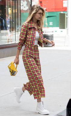 b0eeeb405abd ΝΥFW Gigi Hadid Street Style From New York Fashion Week! Model Street Style
