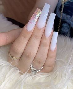 What you need to know about acrylic nails - My Nails White Acrylic Nails, Best Acrylic Nails, Acrylic Nail Designs, Long Square Acrylic Nails, Nail Designs Bling, Gold Nail, White Nail Designs, Clear Acrylic, Claw Nails