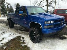 love this style of gm trucks Custom Chevy Trucks, Chevy Pickup Trucks, Gm Trucks, Chevy Pickups, Diesel Trucks, Lifted Trucks, Cool Trucks, 1995 Chevy Silverado, Chevrolet Tahoe