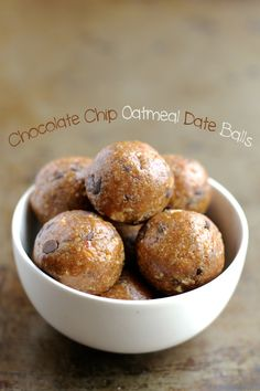 Chocolate Chip Oatmeal Date Balls -- #glutenfree #dairyfree #sugarfree #healthy #snack || runningwithspoons.com