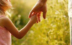 Es deber de los padres fomentar las habilidades sociales saludables en los niños para que puedan tenerlas cuando crezcan y se conviertan en adultos.