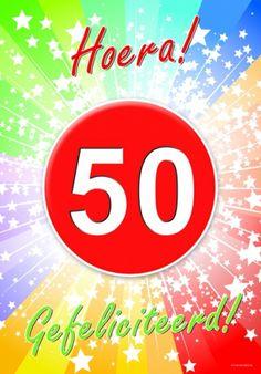 Deurposter 50 jaar met de tekst: Hoera gefeliciteerd. Deze poster kunt u op het raam of op de deur hangen. (A2 formaat 59 x 42 cm)
