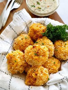 The Best Easy Mac and Cheese Balls Recipe! A kid's all time favorite with mom's special sneaky vegetable! Mac And Cheese Balls Recipe, Chicken Cheese Ball Recipe, Mac And Cheese Bites, Easy Mac And Cheese, Cheese Ball Recipes, Kids Meals, Family Meals, Pasta Recipes For Kids, Air Fryer Recipes