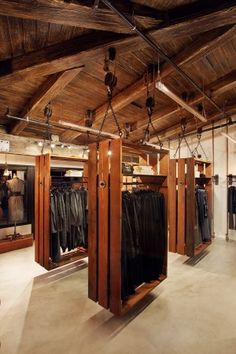 hanging / pulley and rope pallete style clothing displays   Such a great idea, good visual display, plus great access for cleaning.