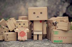 5560003485 2168978f49 b 600x399 Cardboard People by Anton Tang