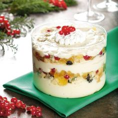 Sobremesa especial para o fim do ano  Prepare-se para arrancar suspiros de todos os convidados com sobremesas simplesmente irresistíveis! Abaixo, uma delícia que combina panetone, tradicional no