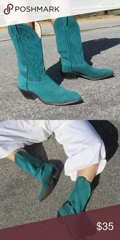 TURQUOISE BLUE SZ 8 VINTAGE COW GIRL BOOTS SHOES Super cute boots and are vintage Shoes