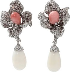 ARUNASHI Conch And Clam Pearl Flower Earrings