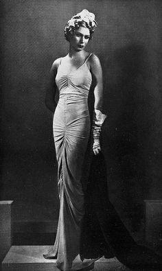 Les Modes (Paris) December 1935. Robe du Soir par Molyneux.