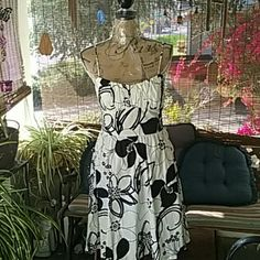 Ruby Rox NWOT Floral Blk & Wht Floral Dress.  Adjustable straps with Tie in back. Ruby Rox Dresses Midi