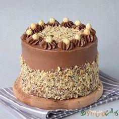 Tort Ferrero Rocher un tort de exceptie cu alune, bezea, Nutella si o crema fina, gustoasa. Un tort cu straturi rafinate si un gust deosebit.