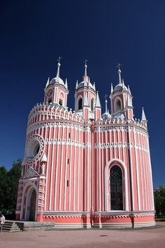 The Chesme Church, Russia. It was built by the Russian court architect Yury Felten in 1780 at the direction of Catherine the Great, Empress of Russia. The church was the earliest Neo-Gothic construction in the St Petersburg area. Russian Architecture, Church Architecture, Beautiful Architecture, Beautiful Buildings, Beautiful Places, Gothic Revival Architecture, Historical Architecture, Wonderful Places, Amazing Places