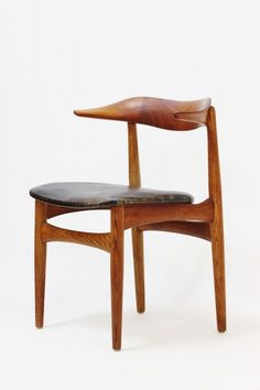 Knud Faerch; #521 Oak, Teak and Leather 'Cow Horn' Chair for Slagsele Møbelverk, 1950s.