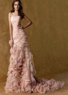 El vestido de la novia es una elección de las más importante en tu boda. ¿Buscas diseños modernos? Tienes que ves estos.