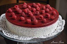 Tort cu crema de mac si jeleu de fructe de padure | Retete culinare cu Laura Sava - Cele mai bune retete pentru intreaga familie Cheesecakes, Macarons, Raspberry, Food And Drink, Tasty, Vegan, Desserts, Brownies, Cook