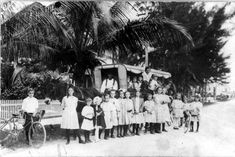 SCHOOL BUS: Children pose with a horse-drawn school bus, West Palm Beach Florida, Some bike riders, too. Vintage Florida, Old Florida, State Of Florida, Florida Usa, West Palm Beach Florida, Florida Schools, Kid Poses, Horse Drawn, Sunshine State