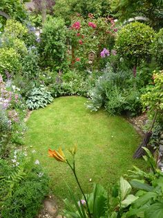 10 Aware Tips: Simple Backyard Garden Summer backyard garden garten.Backyard Garden Shed Decorating Ideas backyard garden diy tips and tricks.Backyard Garden Diy Tips And Tricks. Beautiful Gardens, Backyard Garden, Small Garden Design, Backyard Landscaping, Sunken Garden, Small Cottage Garden Ideas, Outdoor Gardens, Beautiful Flowers Garden, Cottage Garden