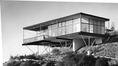 Grossman House on Claircrest Drive in Beverly Hills, California, designed by architect Greta Magnusson-Grossman Cantilever Architecture, Interior Architecture, Interior And Exterior, Vintage Architecture, Historic Architecture, Building Architecture, Building Exterior, Interior Design, Greta Grossman