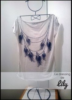 À vendre sur #vintedfrance ! http://www.vinted.fr/mode-femmes/hauts-and-t-shirts-t-shirts/27059648-t-shirt-t3840-blanc-motifs-plumes