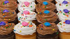 Baking Cupcakes Fancy Cupcakes, Baking Cupcakes, Cupcake Party, Sweet N Spicy, Dessert Recipes, Desserts, Cake Pops, Great Recipes, Sprinkles