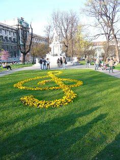 Clef / Ключът сол by mitko_denev, via Flickr - Mozart's statue at Burggarten, Hofburg, Vienna.