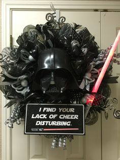 Darth Vader holiday wreath by Twentycoats Wreath Creations! More Más Star Wars Crafts, Star Wars Decor, Geek Crafts, Star Wars Christmas Tree, Christmas Crafts, Darth Vader Christmas, Dark Christmas, Christmas Ideas, Holiday Wreaths