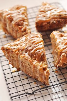 Caramel Apple Crumb Cake