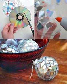 Christbaumkugeln mit alten CDs verzieren