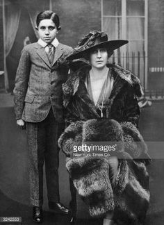 Portrait of Victoria Eugenie of Battenberg - Queen of Spain and wife of Alfonso XIII, with her son, Don Jaime - on the roof of Kensington Palace in London, England. The queen is wearing a large mink coat and a feathered hat. Victoria Reign, Queen Victoria, Royal Queen, King Queen, Royal Royal, Princess Beatrice, Prince And Princess, Spain History, Princesa Victoria