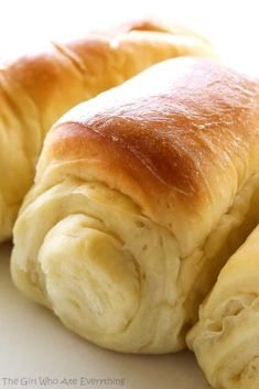 House Rolls Lion House Rolls - my favorite rolls hands down! Soft, fluffy and unbelievable! the-girl-who-ate-Lion House Rolls - my favorite rolls hands down! Soft, fluffy and unbelievable! the-girl-who-ate- Dinner Rolls Recipe, Roll Recipe, Dinner Recipes, Sweet Yeast Rolls Recipe, Potato Rolls Recipe, Sweet Dinner Rolls, Holiday Recipes, Bread Rolls, Bread Baking